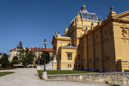 borne fontaine: ZAGREB, CROATIA - JUNE 07, 2014: The Art Pavilion in Zagreb is an art gallery in Zagreb, Croatia. The Pavilion is located in the Lower Town area of the city. Éditoriale