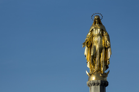 angels fountain: Golden angel on column Stock Photo