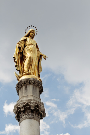 angels fountain: Golden Mary (mother of Jesus) on column