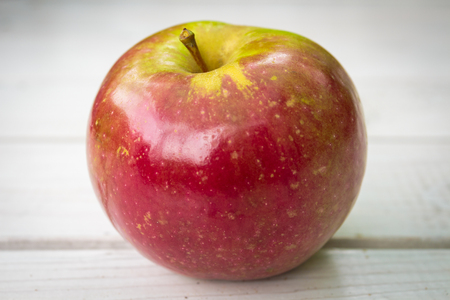 Apple on the white board background 版權商用圖片