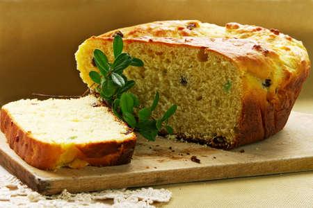 rebanada de pastel: Torta de levadura con pasas