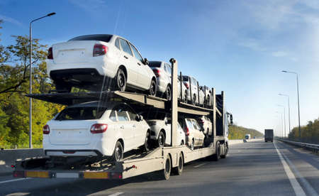 ROSTOV / DON. RUSSIA. M4-DON. 11.10.2018. The trailer is engaged in the delivery of new cars to their place of sales 에디토리얼