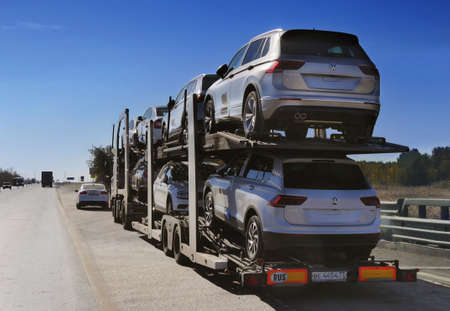 ROSTOV / DON. RUSSIA. M4-DON. 16.10.2018. The trailer is engaged in the delivery of new cars to their place of sales