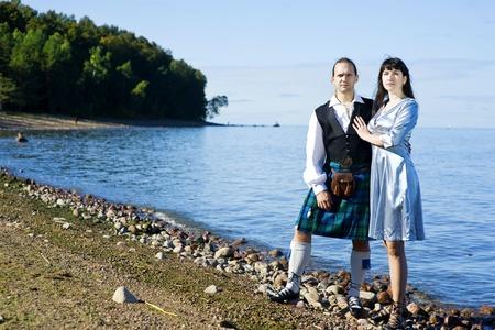 highlander: Mujer y un hombre en traje escocés