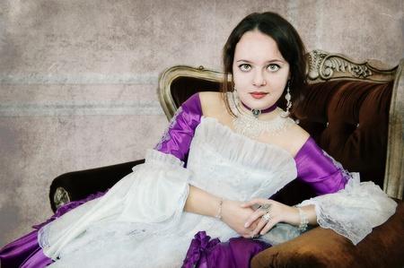 abito medievale: Bella giovane donna in abito medievale Archivio Fotografico