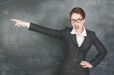 Boos schreeuwen leraar in glazen wijzen