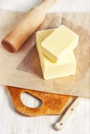 紙とナイフでバターの一部 写真素材