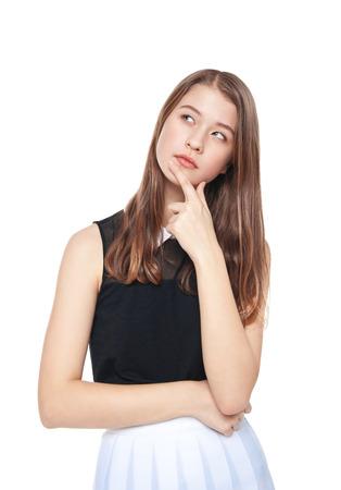 persona pensando: Moda joven chica adolescente reflexivo aislados en fondo blanco