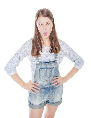 lengua afuera: Chica de moda joven en los pantalones vaqueros que muestra la lengua aislada. Vista superior Foto de archivo