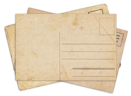 白い背景に分離された空白の古いビンテージ絵はがきのスタック