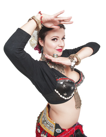 danseuse orientale: Beautiful exotic belly tribal dancer woman isolated