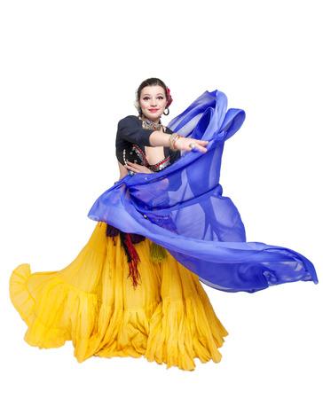 jolie fille: Belle ventre exotique danseuse tribale avec ch�le bleu femme isol�e Banque d'images
