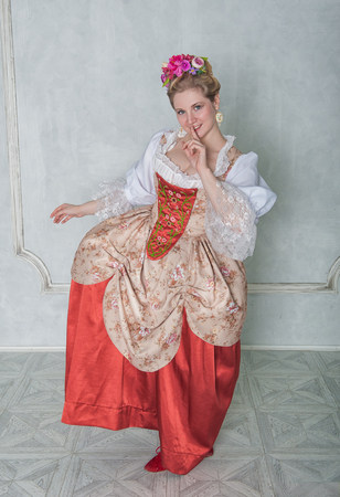 Beautiful woman in old-fashioned historic medieval dress smiling Zdjęcie Seryjne - 122762603