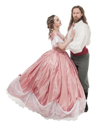 Bella coppia donna e uomo in abiti medievali isolati su bianco