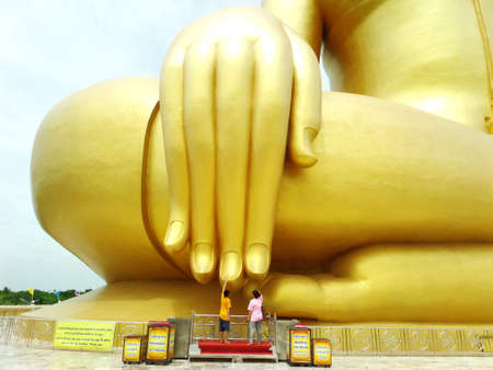 glod: Wat pra yai ang tong big glod buddha Stock Photo