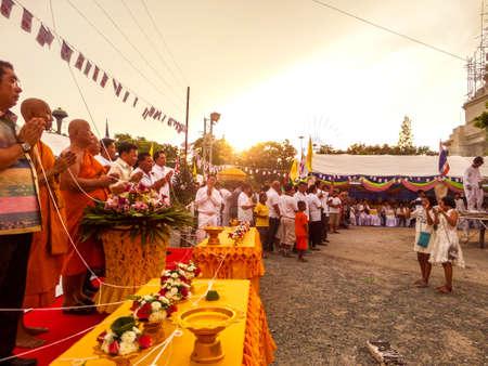 dole: Casting buddha status and worship at Wat kra ting line