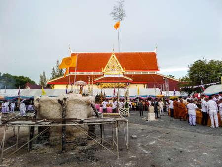 ting: Casting buddha status and worship at Wat kra ting line