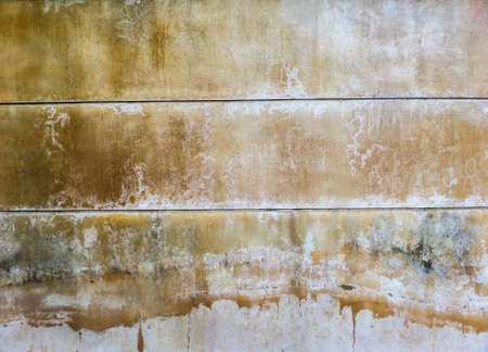 groundwater: Wall color when recieve water from an artesian well or groundwater