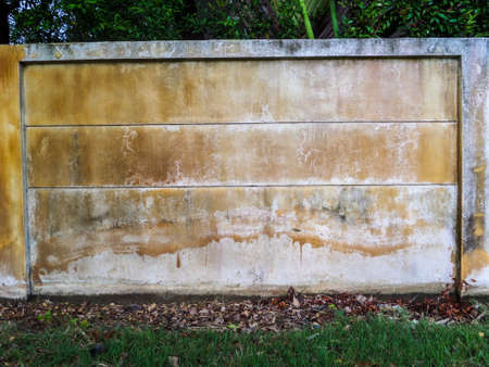 recieve: Wall color when recieve water from an artesian well or groundwater