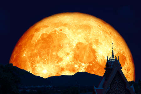 super moon back silhouette top gate of temple in Visakha Bucha Day 版權商用圖片