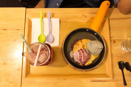 melt: Melt icecream cookie in pan