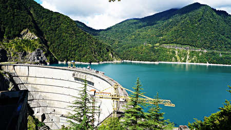 beautiful blue lake on a dam, a hydroelectric power station. Stockfoto