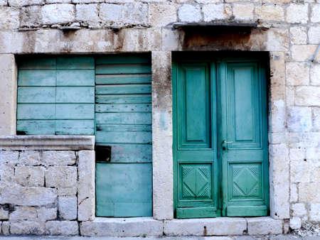 puertas antiguas: Las puertas viejas isla de Vis Croacia Foto de archivo