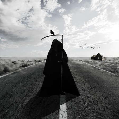 creepy monster: Grim Reaper su strada Archivio Fotografico