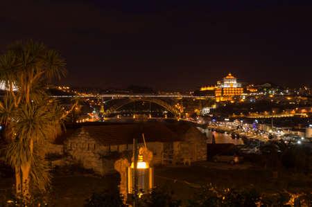 monasteri: The monastry do Serra do Pilar and the bridge of Dom Luis I lit up at night in Porto