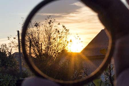 filtre polarisant pour caméra regardant le ciel