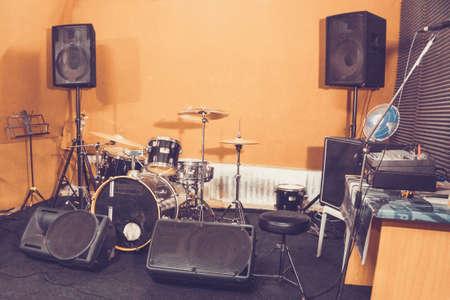 drum set drums in Studio Фото со стока