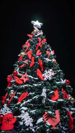 Christmas tree on a black background vertical photo Banco de Imagens