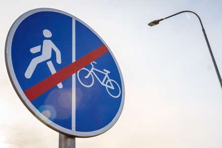 End of pedestrian and Bicycle path with combined traffic end of cycle path with combined traffic Banco de Imagens