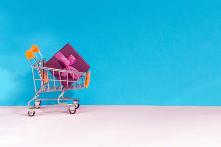 shopping cart. e-Commerce shopping. the concept of gift shopping, space for text, copy space. Stok Fotoğraf