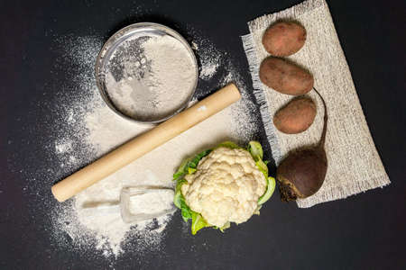 ingredients for gluten-free baking, vegetable potatoes, cauliflower, beets. Alternative to wheat flour for keto paleo diet concept 免版税图像