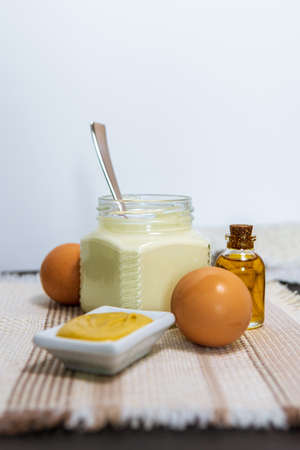 Natural mayonnaise ingredients and the sauce itself. eggs, mustard, lemon oil Imagens