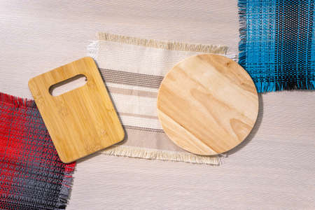 two wooden chopping boards top view mockup. flat lay 免版税图像
