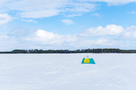 winter tent on the lake for fishing. winter sports space for copying text. fishing equipment Archivio Fotografico