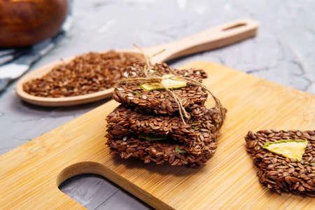 Homemade crispy gluten free cracker with flax seeds. Healthy snack Archivio Fotografico