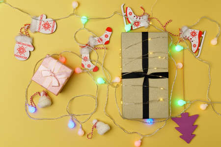 New Year or Christmas gift box holiday concept. Top view design. Banque d'images