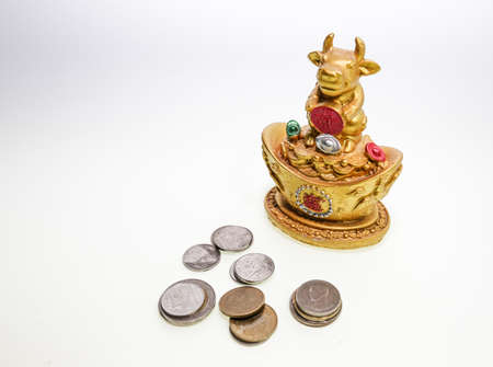obedecer: diosa vaca monedas de oro y