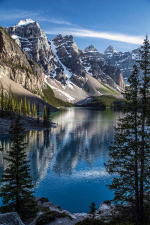 valley view: One of the many iconic views of Moraine Lake in Banff. Stock Photo