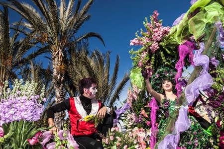 NIZZA - FRANCIA - 1 ° marzo 2014: Carnevale di Nizza, battaglia dei fiori. Questo è il principale evento invernale della Riviera