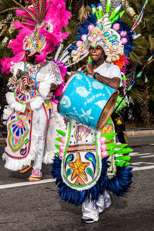 NICE - FRANCE - March 01, 2014: Carnival of Nice, Flowers' battle. Parade of traditional costumes of Polynesia Banque d'images - 97176211