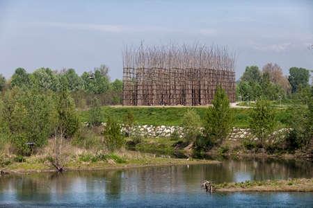 La cathédrale de légumes à Lodi, Italie, vue depuis le pont sur la rivière Adda Banque d'images - 97206251