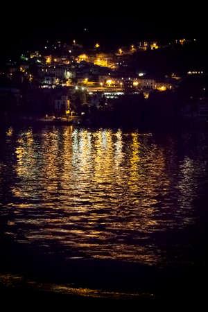 Vue nocturne du lac. Côme. Lac de Côme, Italie Banque d'images - 97206250