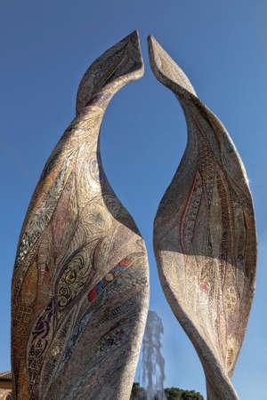 Une belle fontaine entièrement réalisée en mosaïque: Ardea Purpurea - Ravenne, Italie Banque d'images - 97242461