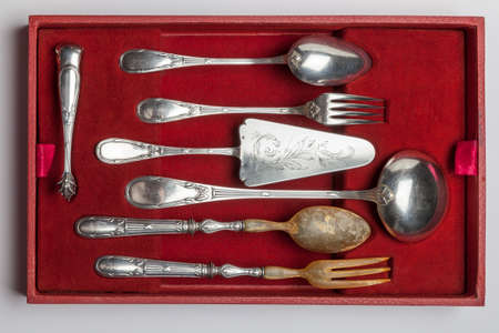 Vintage silverware in red velvet box isolated on white background, circa 1920 Banque d'images