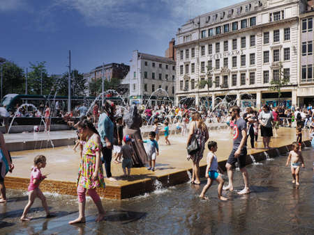 Nottingham England July 29th 2019 People cooling off during summer heatwave Publikacyjne