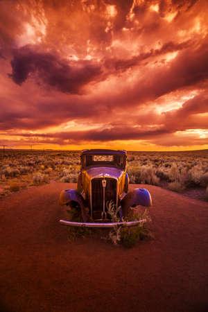 Rusty car on route 66 版權商用圖片